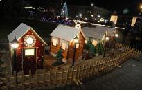Karácsonyi vásározók a forgatagban