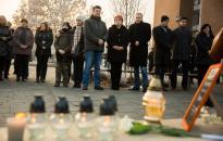 Gyertyagyújtás a veronai buszbaleset áldozataiért