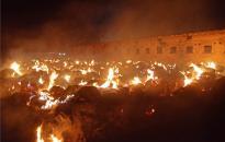 Kétméteres lángok egy szikrából