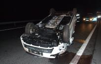 Felborult egy autó az M6-oson