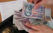 Tíz százalékkal nőttek a bérek januárban