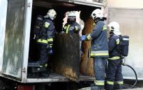 Kisteherautó gyulladt ki a Babitsban