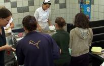 Szünidei ebéd a rászoruló gyerekeknek