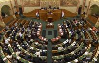 Megszavazta a parlament a civiltörvényt