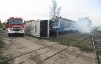 Égő vonatból és felborult buszból mentették az utasokat