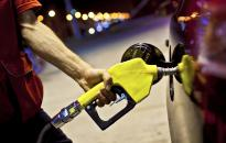Holnaptól a benzin lesz olcsóbb