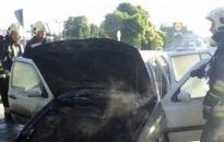 Kigyulladt egy autó Kisapostagnál
