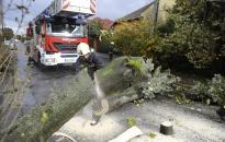 Megdolgoztatta a vihar a tűzoltókat