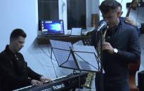 Szaxofon-párbaj a Művészben