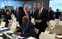 Orbán: a segítséget kell odavinni és nem a bajt idehozni