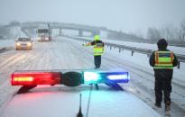 Hófúvások és csúszós utak nehezítik a közlekedést