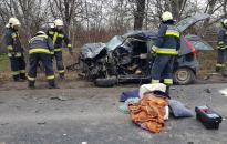 Autó ütközött kamionnal, két halott