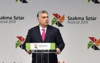 Orbán: Magyarország biztonságos környezetet és biztos jövőt ajánl a fiataljainak
