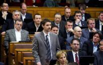 Az Országgyűlés felfüggesztette a jobbikos Farkas Gergely mentelmi jogát