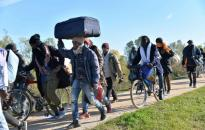 Orbán Balázs: fel kell lépni a migránskaravánok ellen