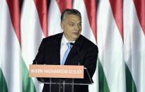 Óriási tömegek Orbán Viktor bevándorlásellenes hét pontja mellett
