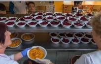 Ingyen ebéd a rászoruló gyerekeknek nyáron is