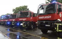 Újabb tűzoltójárművek Fejér megyében