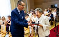 A pedagógusok több évtizedes munkáját díjazták