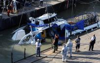 Dunai hajóbaleset - Megkezdték az elsüllyedt hajó kiemelését