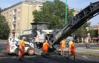 A járdát is teljesen felújítják a Vasmű úton