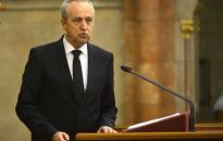 Kontrát: nem dőlt el a migrációval kapcsolatos politikai harc