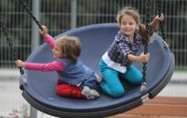Havi 40 ezer forint bölcsődei támogatást kaphatnak a munkába álló szülők