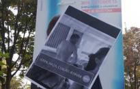 Legalja szinten az ellenzéki kampány: a mellrák elleni séta útvonalán ragasztottak ki Borkai-videós plakátot