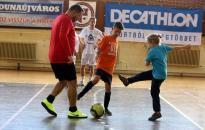 Foci és jótékonyság a sportcsarnokban