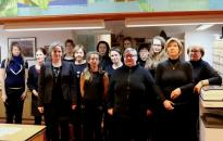 Könyvtár: fekete ruhában a kultúra napján