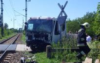 Vonattal ütközött egy teherautó Simontornyán