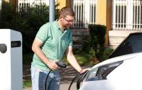 Környezettudatos megoldás az elektromos autó – pályázati forrásból szerezték be!