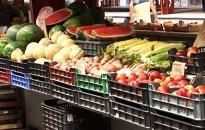 Gyümölcs dömping a piacon