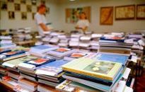 Hétfőtől szállítják a tankönyveket az iskolákba