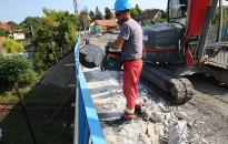 Sávváltás - kész a Százlábú híd egyik fele
