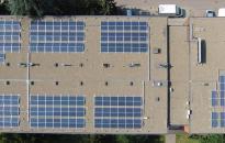 Napelemek a főiskola épületein