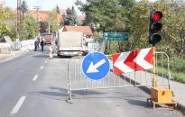 Holnap ismét lezárják a Százlábú hidat
