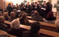 Telt ház előtt tartotta Adventi Koncertjét a Viadana