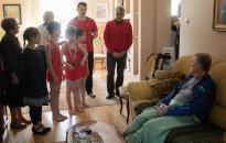 Meglepetésparti járt a 85 éves mesternek