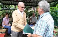 Gyula bácsi 95 évesen is aktívan kertészkedik
