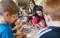 Nagycsaládosok: számos támogatás segíti az iskolakezdést