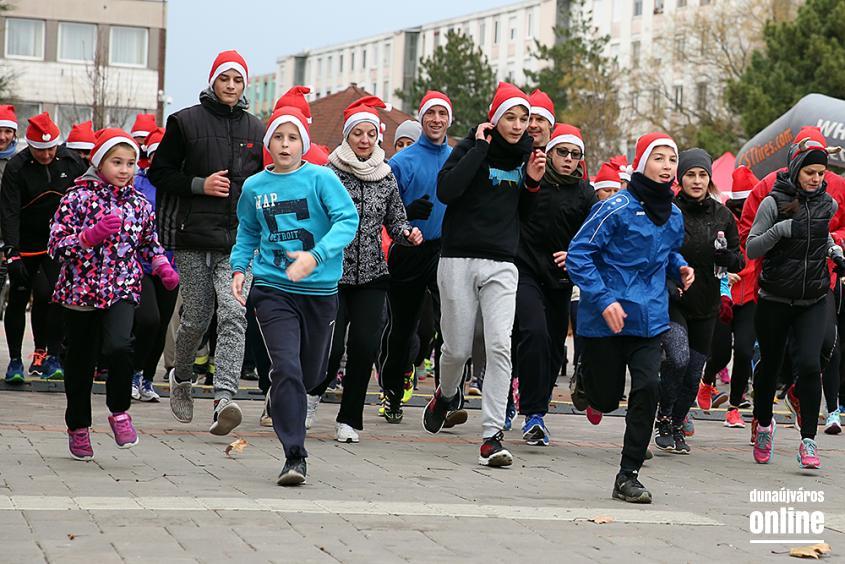 Adventi jótékonysági futás 2017 - fotó: Sándor Judit