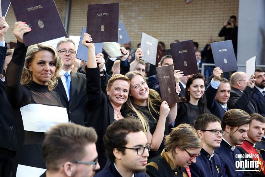 Diplomaátadó az egyetemen (2018) - fotó: Sándor Judit