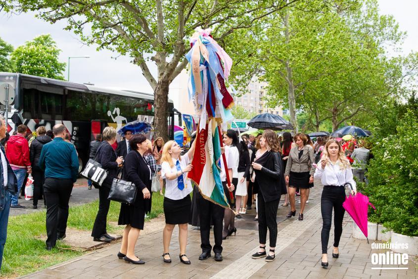 A Lorántffy iskola diákjainak ballagása a főtéren - fotó: Ónodi Zoltán