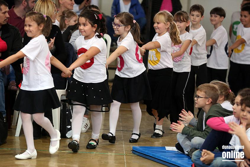 Elsősavató az Arany iskolában (2019) - fotó: Sándor Judit