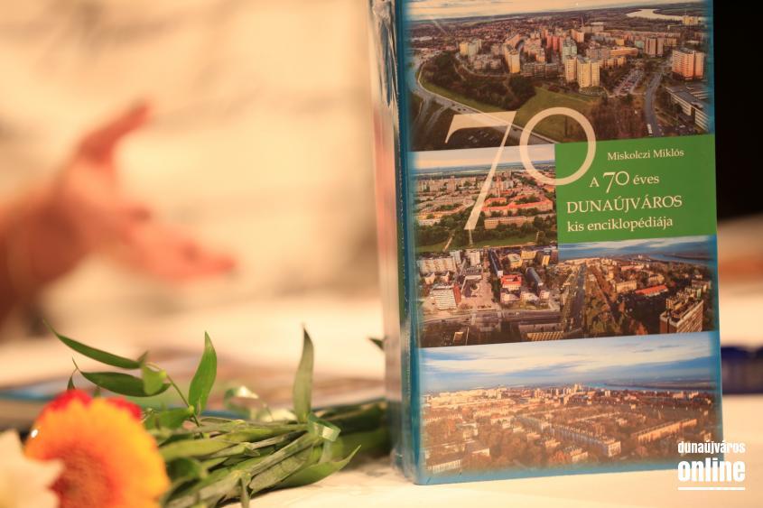 Dunaújváros 70: ünnepi könyvbemutató és díjátadás - fotó:
