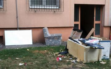 Illegális szemetelés a Római 39. mögött - fotó: