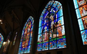 Áldás az ablakokra, áldás a Mózes-szoborra - fotó: