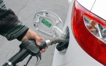 Itt az újabb benzináremelés