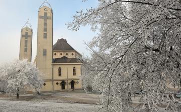 Télbe burkolózótt Dunaújváros